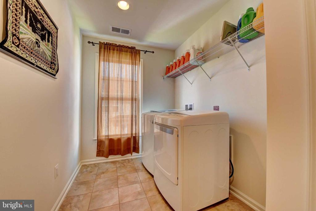 Upper Level Laundry - 42340 ABNEY WOOD DR, CHANTILLY