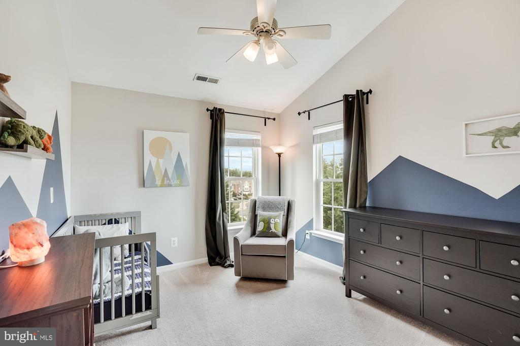 2nd Bedroom with vaulted ceilings - 18504 PINEVIEW SQ, LEESBURG