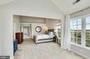 Primary bedroom with vault ceilings - 18504 PINEVIEW SQ, LEESBURG