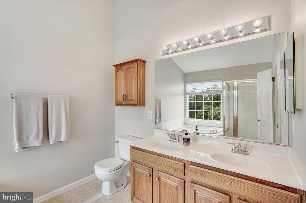 Primary Bathroom - 18504 PINEVIEW SQ, LEESBURG