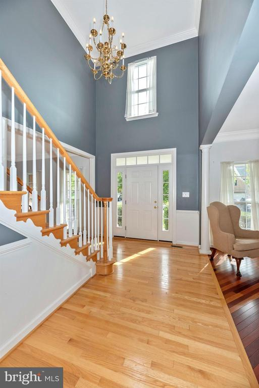 Two Story Foyer - 406 GLENBROOK DR, MIDDLETOWN