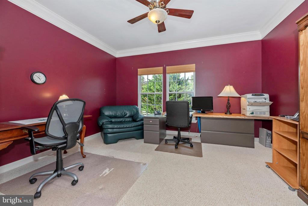 Huge office - 406 GLENBROOK DR, MIDDLETOWN
