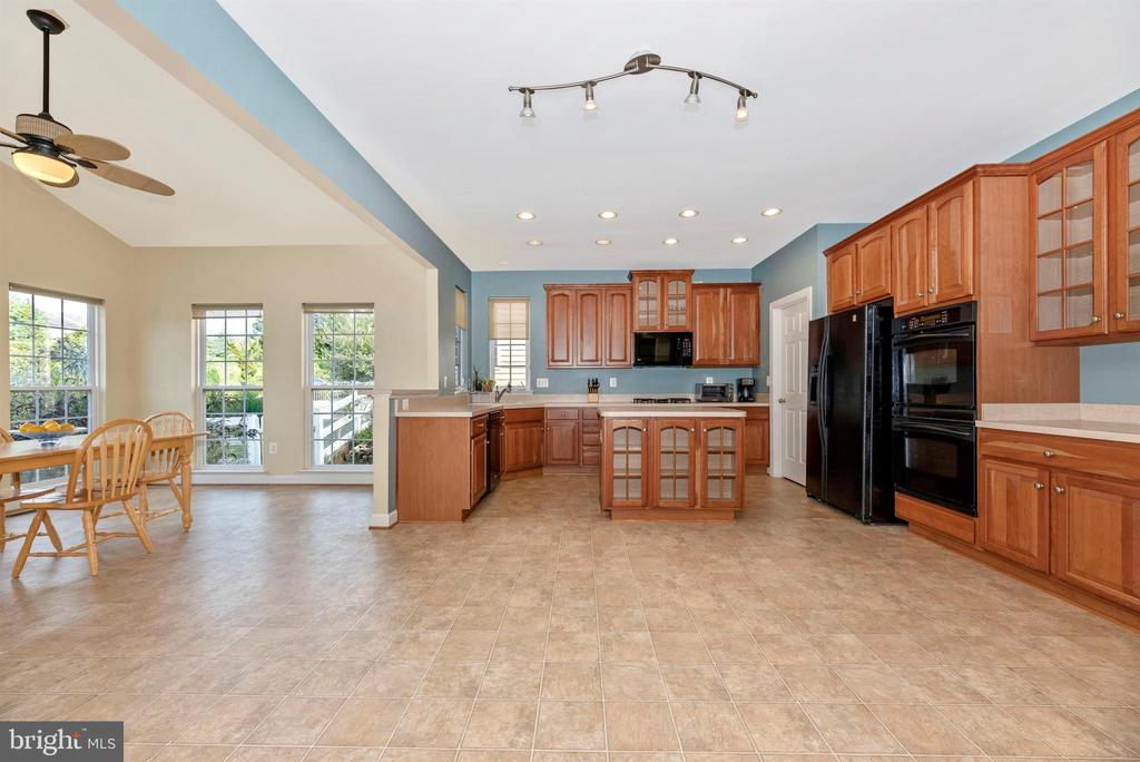 The kitchen with island is huge! - 406 GLENBROOK DR, MIDDLETOWN
