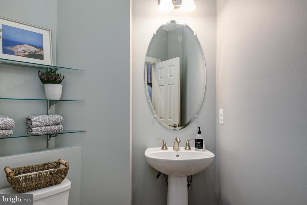 Main Level Powder Room - 21144 WALKLEY HILL PL, ASHBURN