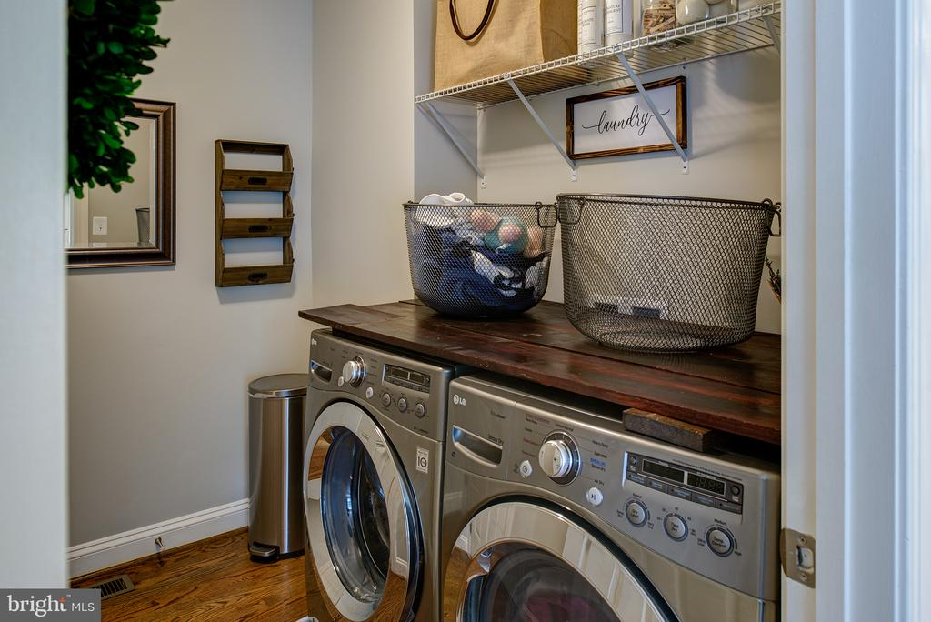 Main floor Laundry Room - 21144 WALKLEY HILL PL, ASHBURN