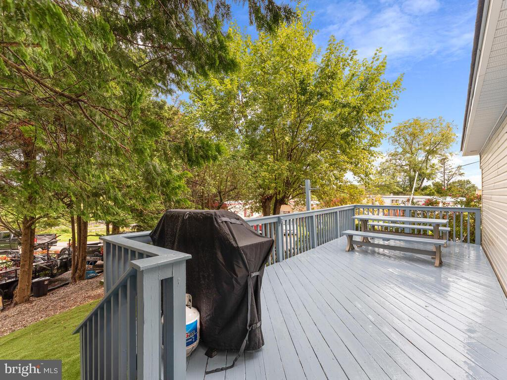 Deck - 7805 W HILL RD, MOUNT AIRY