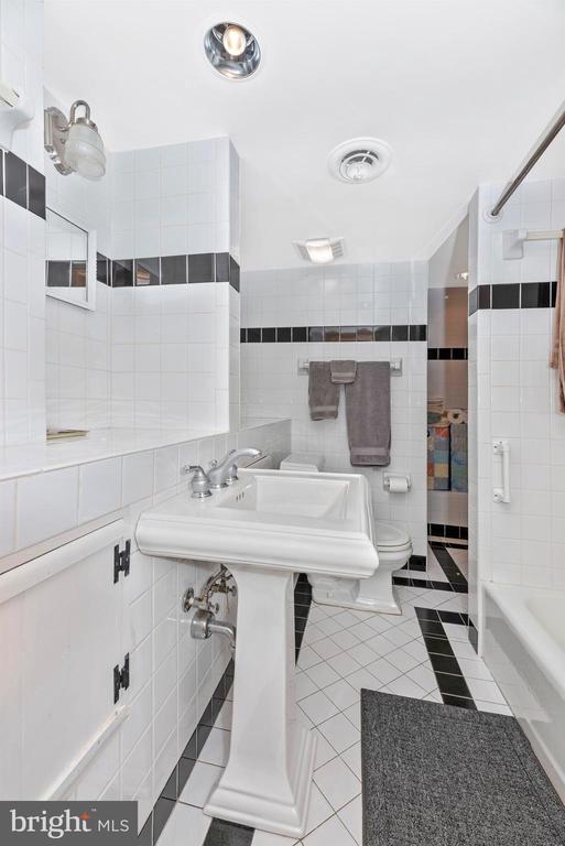 Lower Level Full Bathroom - 316 W COLLEGE TER, FREDERICK