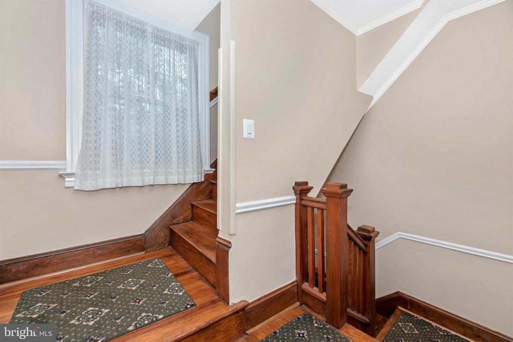 Staircase - 316 W COLLEGE TER, FREDERICK