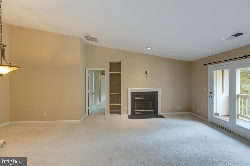 Spacious Living room. Cozy Fireplace, - 7502 ASHBY LN #K, ALEXANDRIA