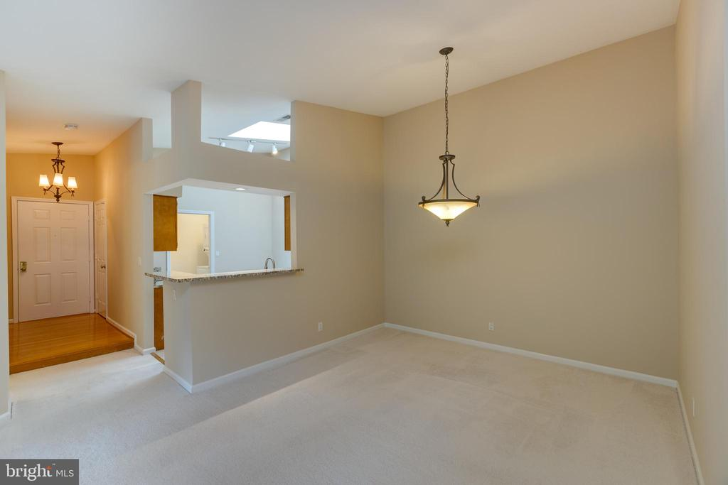 Foyer off kitchen and dinning room. - 7502 ASHBY LN #K, ALEXANDRIA