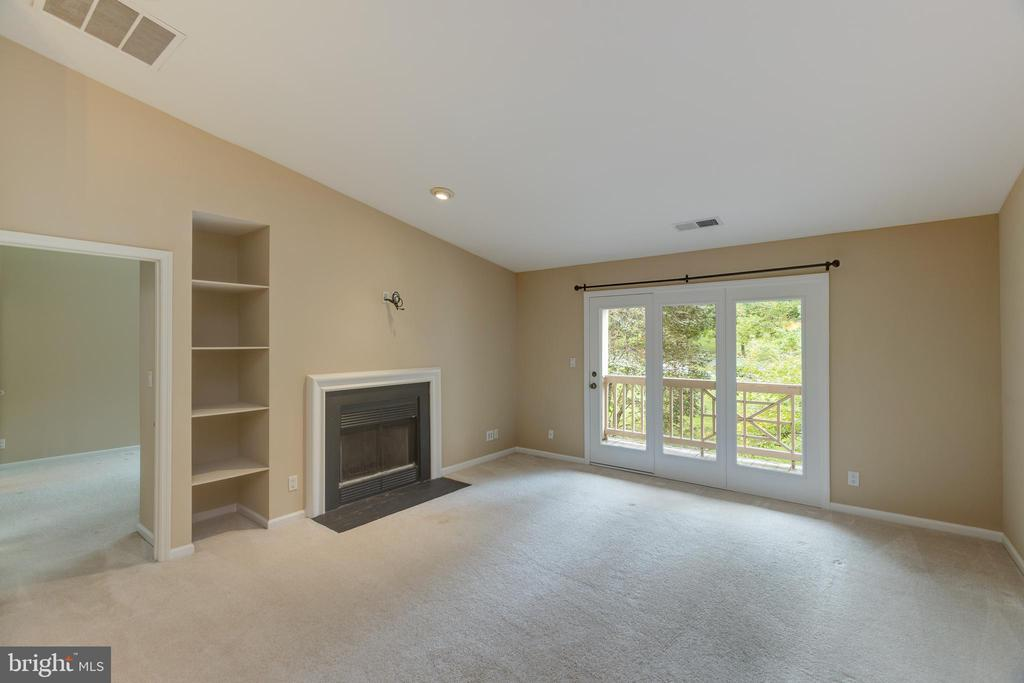 Living room with built in shelving, Lots of light. - 7502 ASHBY LN #K, ALEXANDRIA