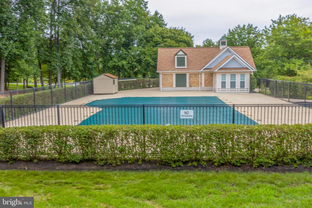 One of two pools. - 7502 ASHBY LN #K, ALEXANDRIA