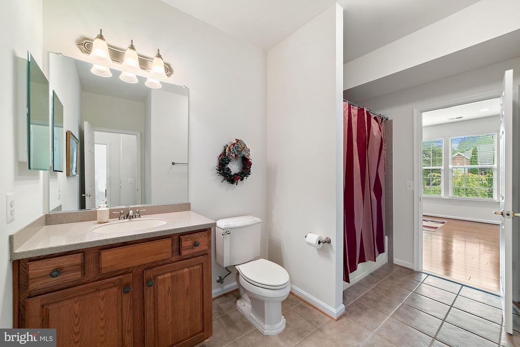 Hall bath with tub/shower - 3959 GREAT HARVEST CT, DUMFRIES
