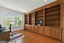 Office/bedroom with built in book shelves - 3959 GREAT HARVEST CT, DUMFRIES