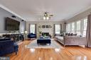 Family room with abundant amount of natural light - 802 SE TINA DR SE, LEESBURG