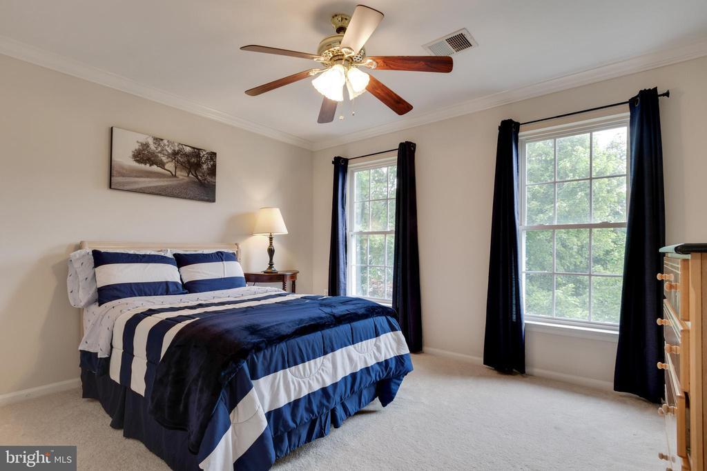 Bedroom #3 -alt view - 802 SE TINA DR SE, LEESBURG