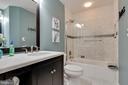 Upper level full bathroom - 802 SE TINA DR SE, LEESBURG