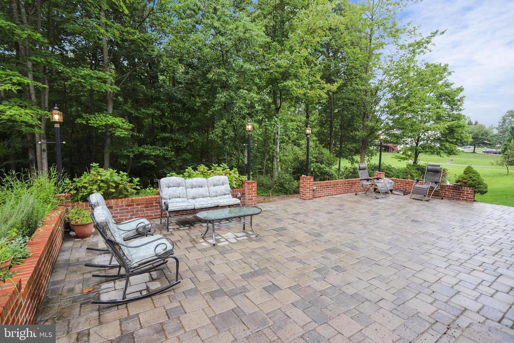 Great place to entertain w/ social distancing - 7132 AYERS MEADOW LN, SPRINGFIELD