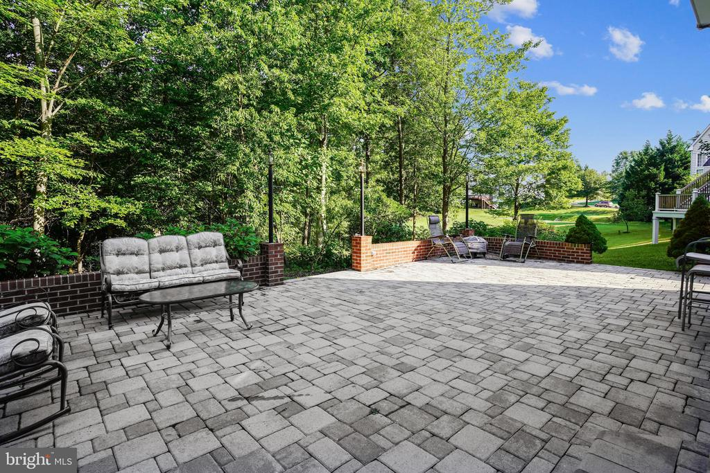 Huge patio! Enjoy the outdoors! - 7132 AYERS MEADOW LN, SPRINGFIELD