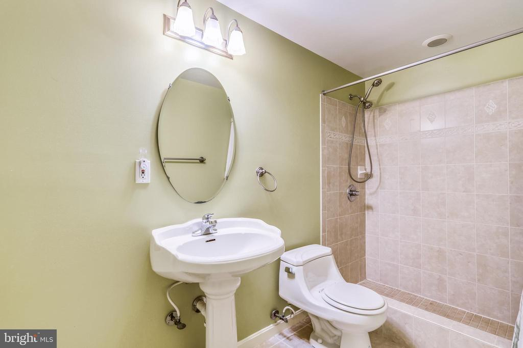 5th full bathroom in basement - 7132 AYERS MEADOW LN, SPRINGFIELD