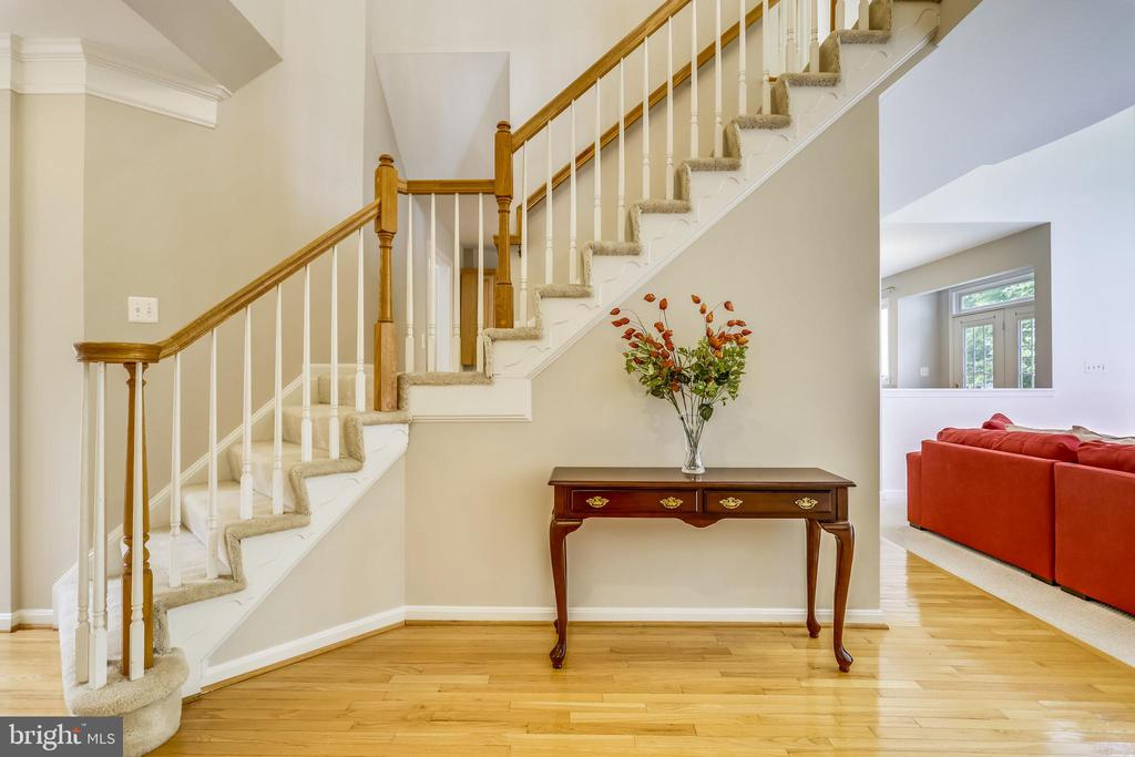 Graceful entry foyer - 7132 AYERS MEADOW LN, SPRINGFIELD