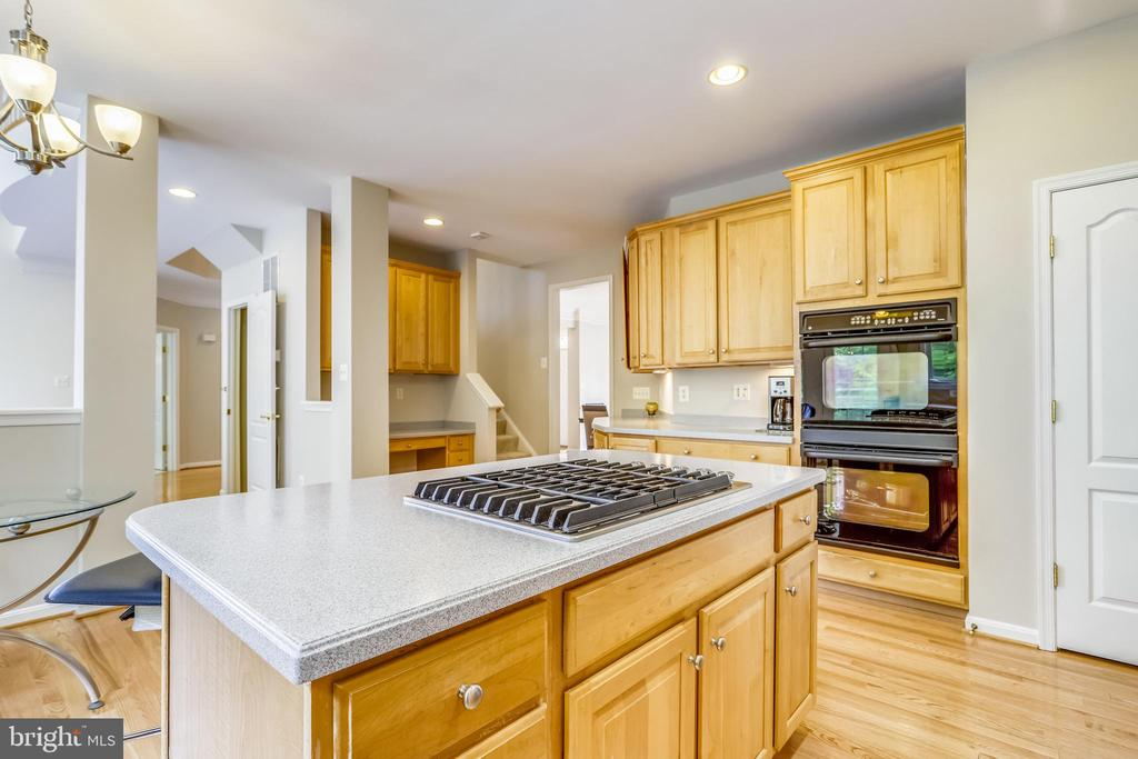 New gas cooktop - 7132 AYERS MEADOW LN, SPRINGFIELD
