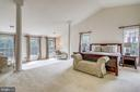 Huge Master bedroom with sitting room - 7132 AYERS MEADOW LN, SPRINGFIELD