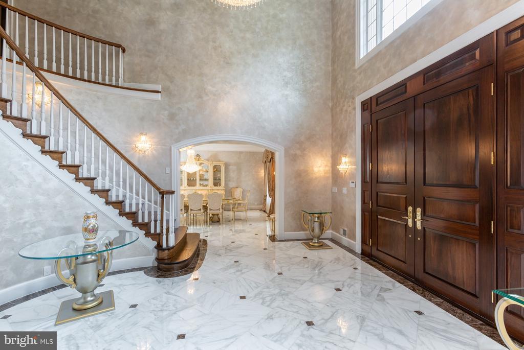 Foyer - marble - 6822 GEORGETOWN PIKE, MCLEAN