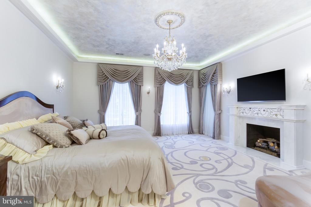Owner's Bedroom 2 - 6822 GEORGETOWN PIKE, MCLEAN