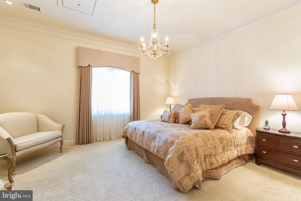 Bedroom - 6822 GEORGETOWN PIKE, MCLEAN