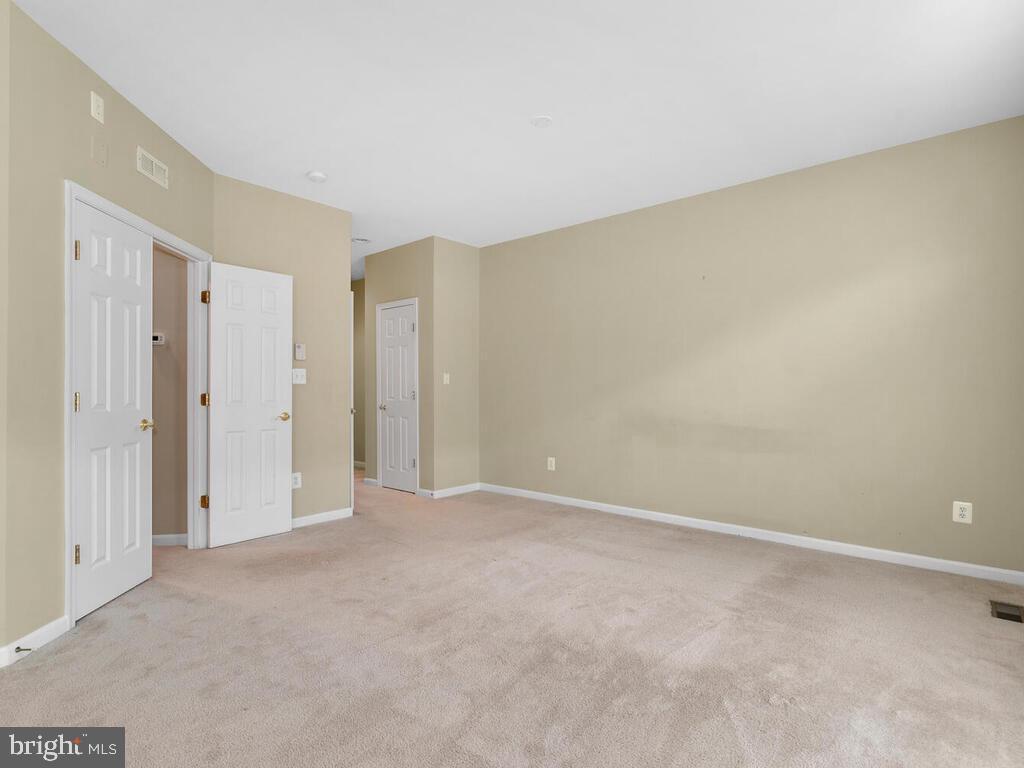 Spacious Owner's Bedroom - 22950 FANSHAW SQ, BRAMBLETON