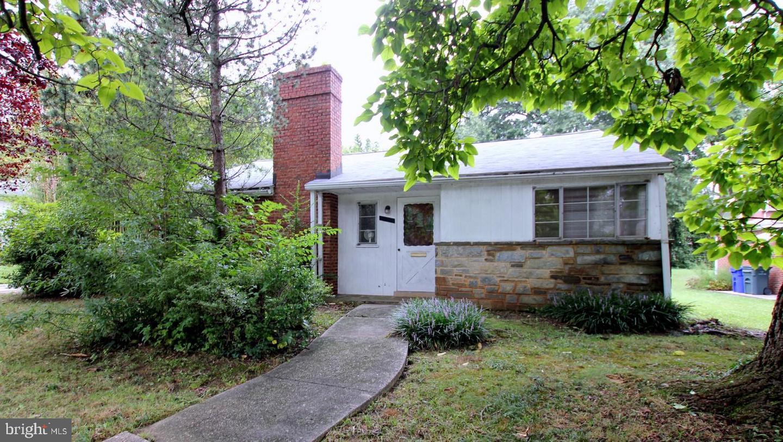 Single Family Homes pour l Vente à University Park, Maryland 20782 États-Unis