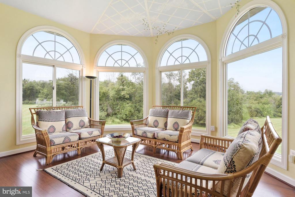 Morning room with panoramic views - 22340 ESSEX VIEW DR, GAITHERSBURG