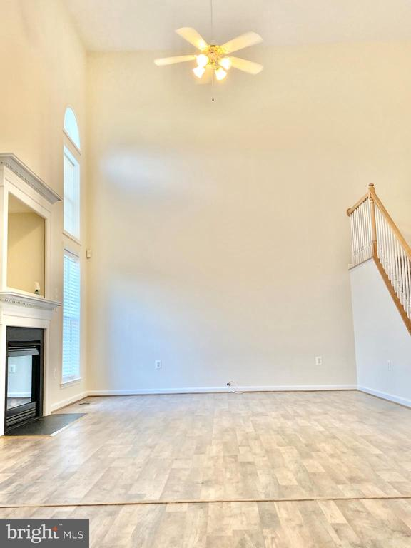 2 Story Family Room - 8 BASKET CT, STAFFORD