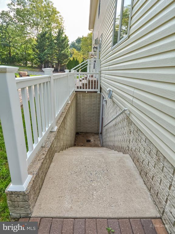 Rear Entrance to Airbnb/in-law suite - 519 W MAIN ST, MIDDLETOWN