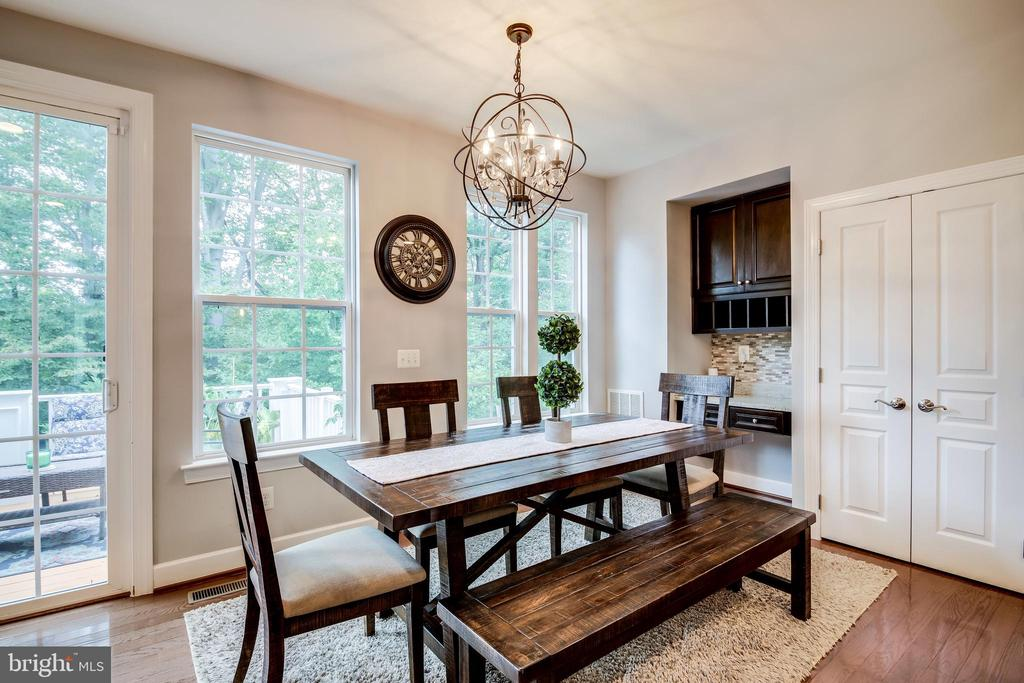 Perfect dining space overlooking mature trees - 20287 CENTER BROOK SQ, STERLING