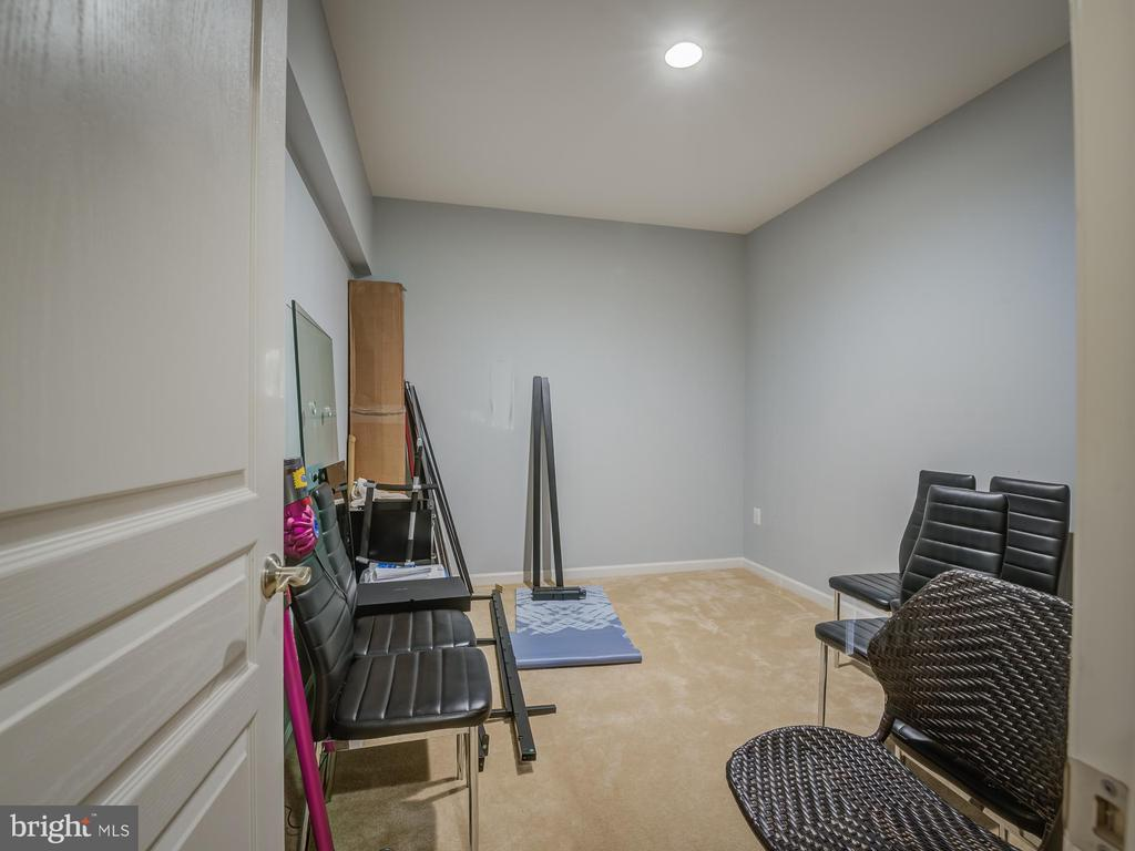 storage or exercise room - 16496 CHATTANOOGA LN, WOODBRIDGE