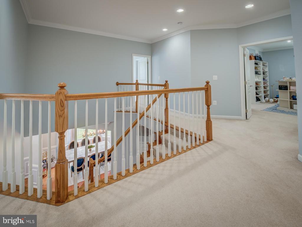 large foyer upstairs - 16496 CHATTANOOGA LN, WOODBRIDGE