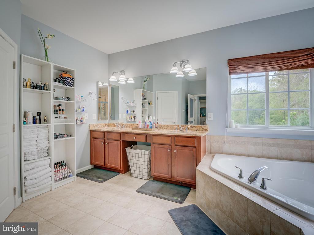 double sinks - 16496 CHATTANOOGA LN, WOODBRIDGE