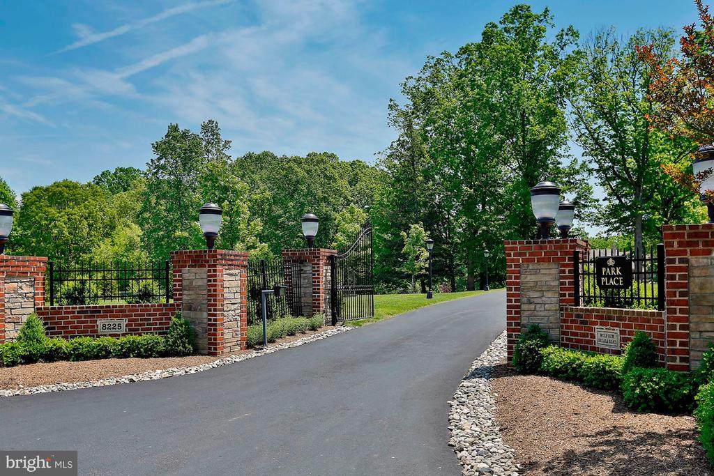 Front Gated Entrance - 8225 WOLF RUN SHOALS RD, CLIFTON