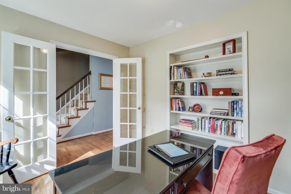 Office built-ins - 15506 BARRINGTON PL, DUMFRIES