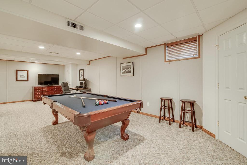 Pool Table & Accessories Convey - 15506 BARRINGTON PL, DUMFRIES