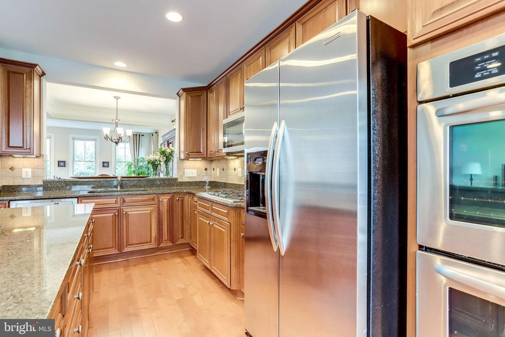 Stainless Steel Appliances - 2618 S KENMORE CT, ARLINGTON