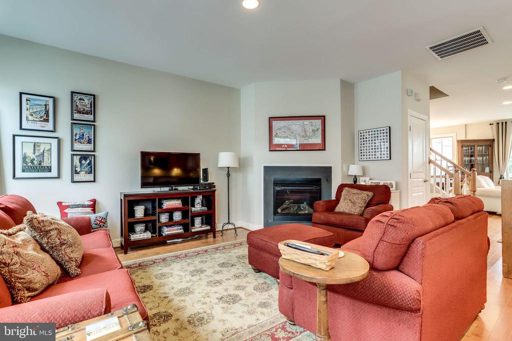 Family Room with Gas Fireplace - 2618 S KENMORE CT, ARLINGTON