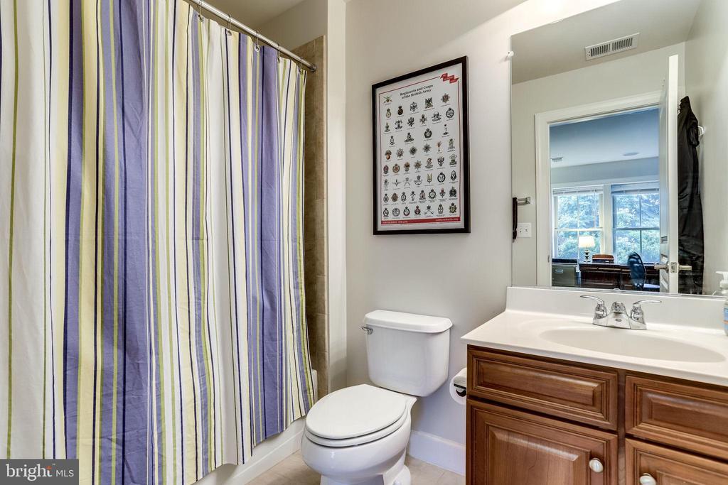 Ensuite Bathroom - 2618 S KENMORE CT, ARLINGTON