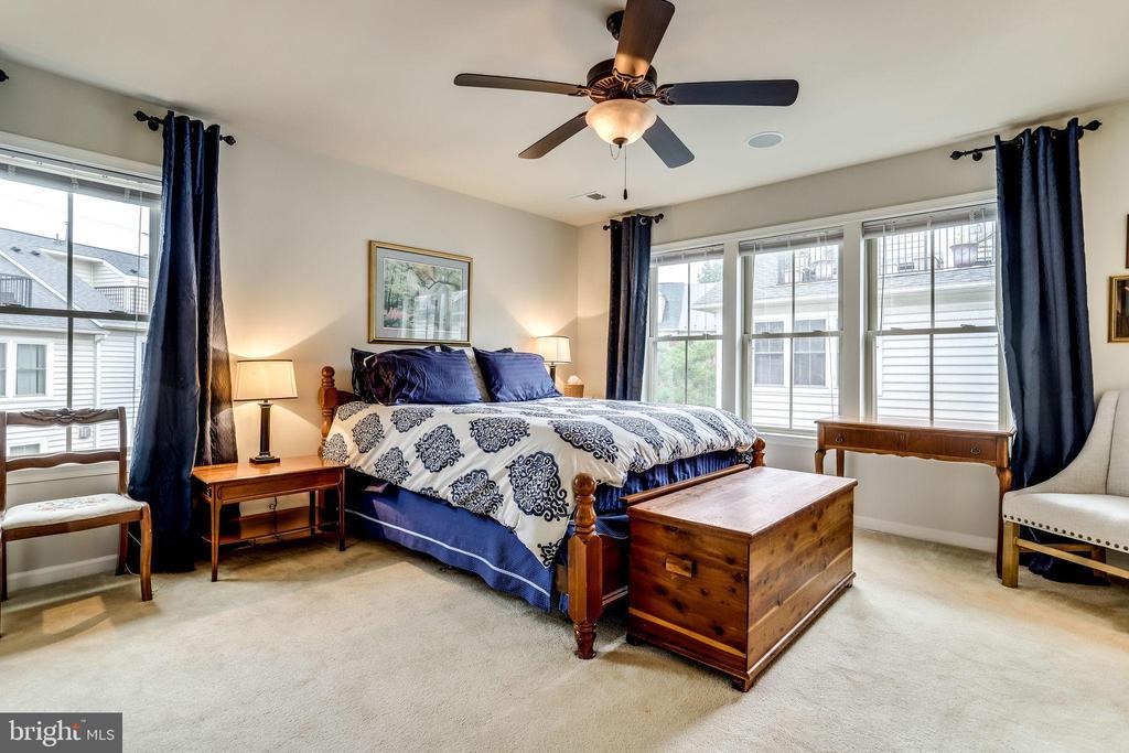 Master Bedroom Suite - 2618 S KENMORE CT, ARLINGTON