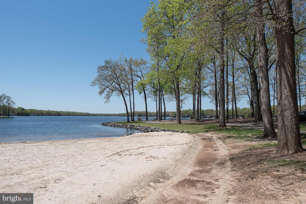 Lake of the Woods beach and lake - 102 MONROE ST, LOCUST GROVE