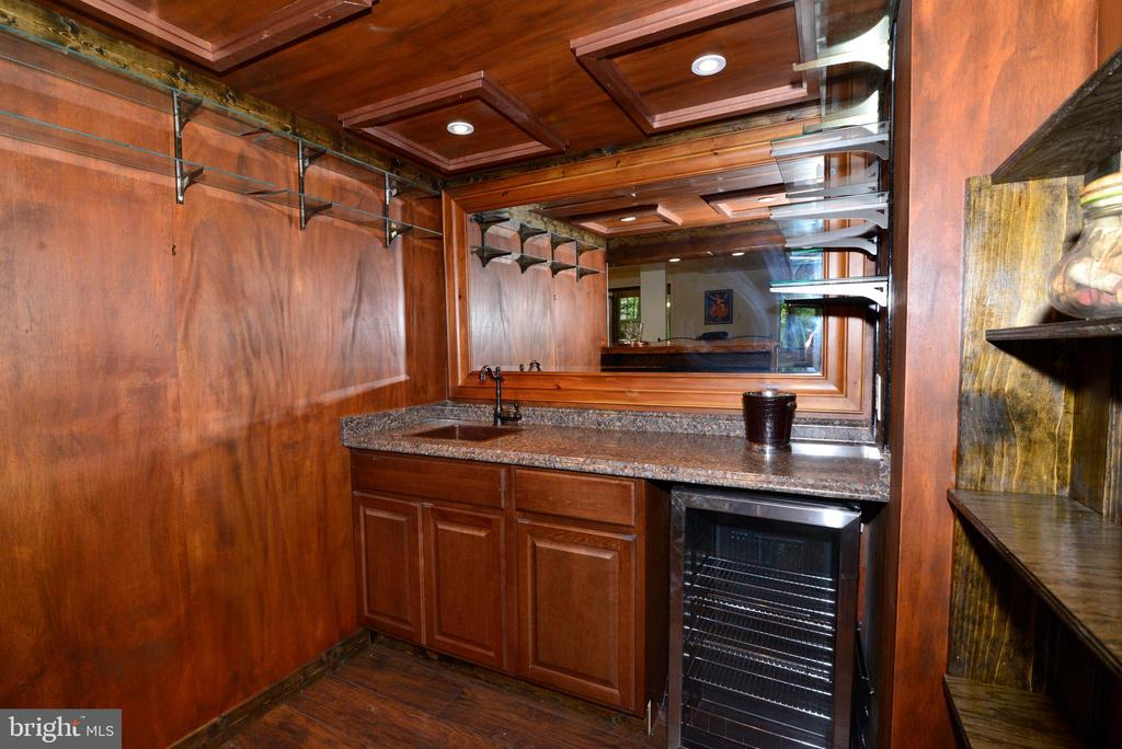 Wet bar sink and fridge - 11137 GLADE DR, RESTON