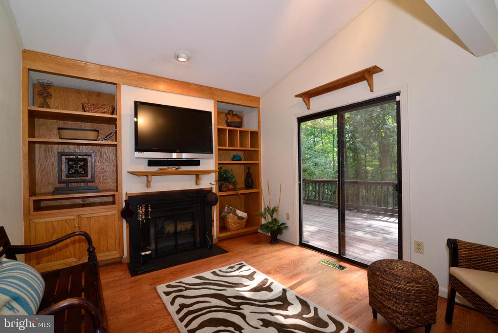 Family room with SGD to deck - 11137 GLADE DR, RESTON