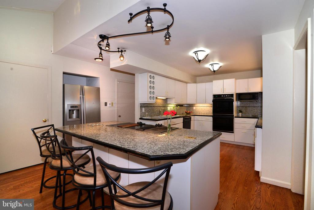 Kitchen - 11137 GLADE DR, RESTON